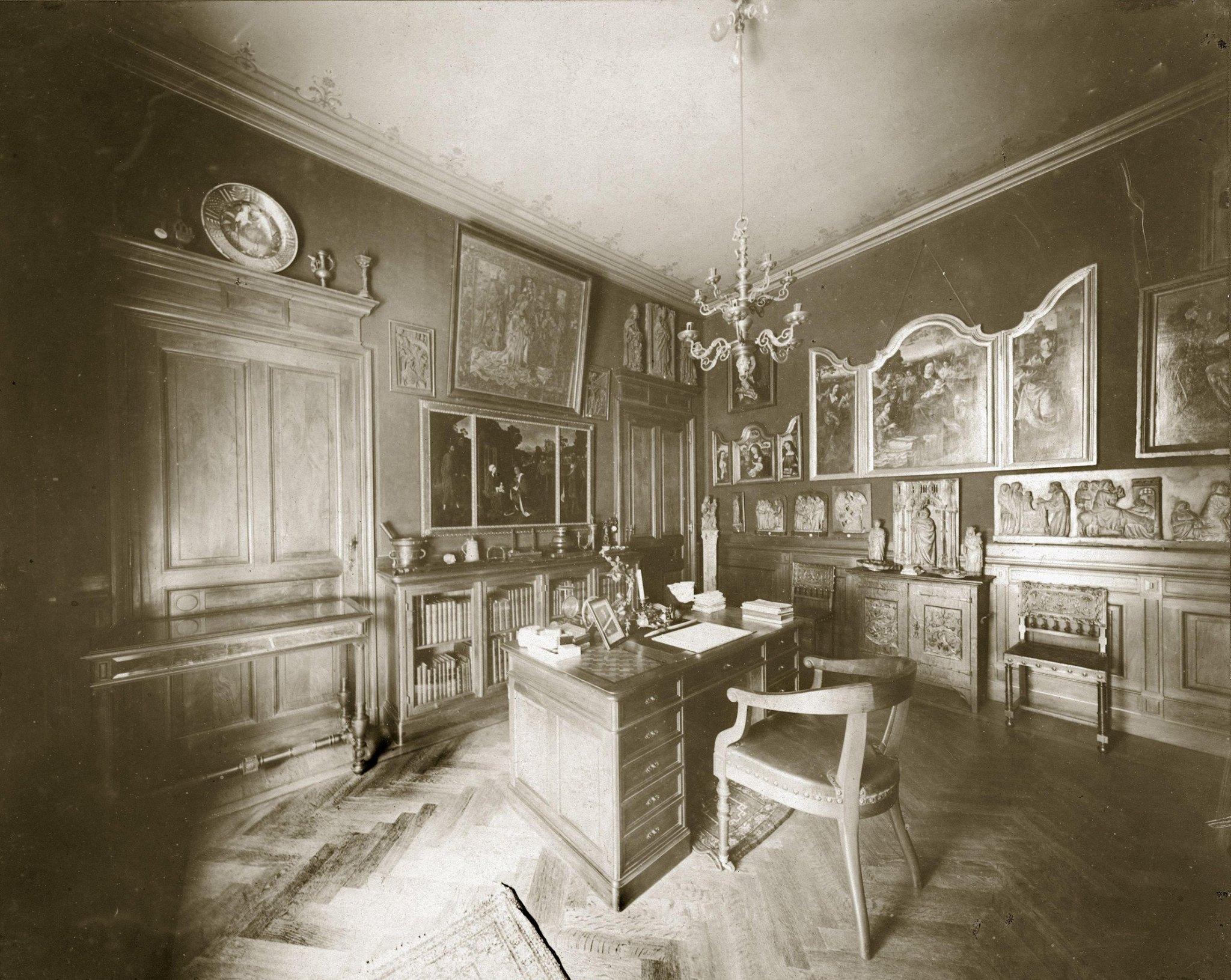 Werkkamer van Fritz Mayer van den Bergh, fotograaf onbekend