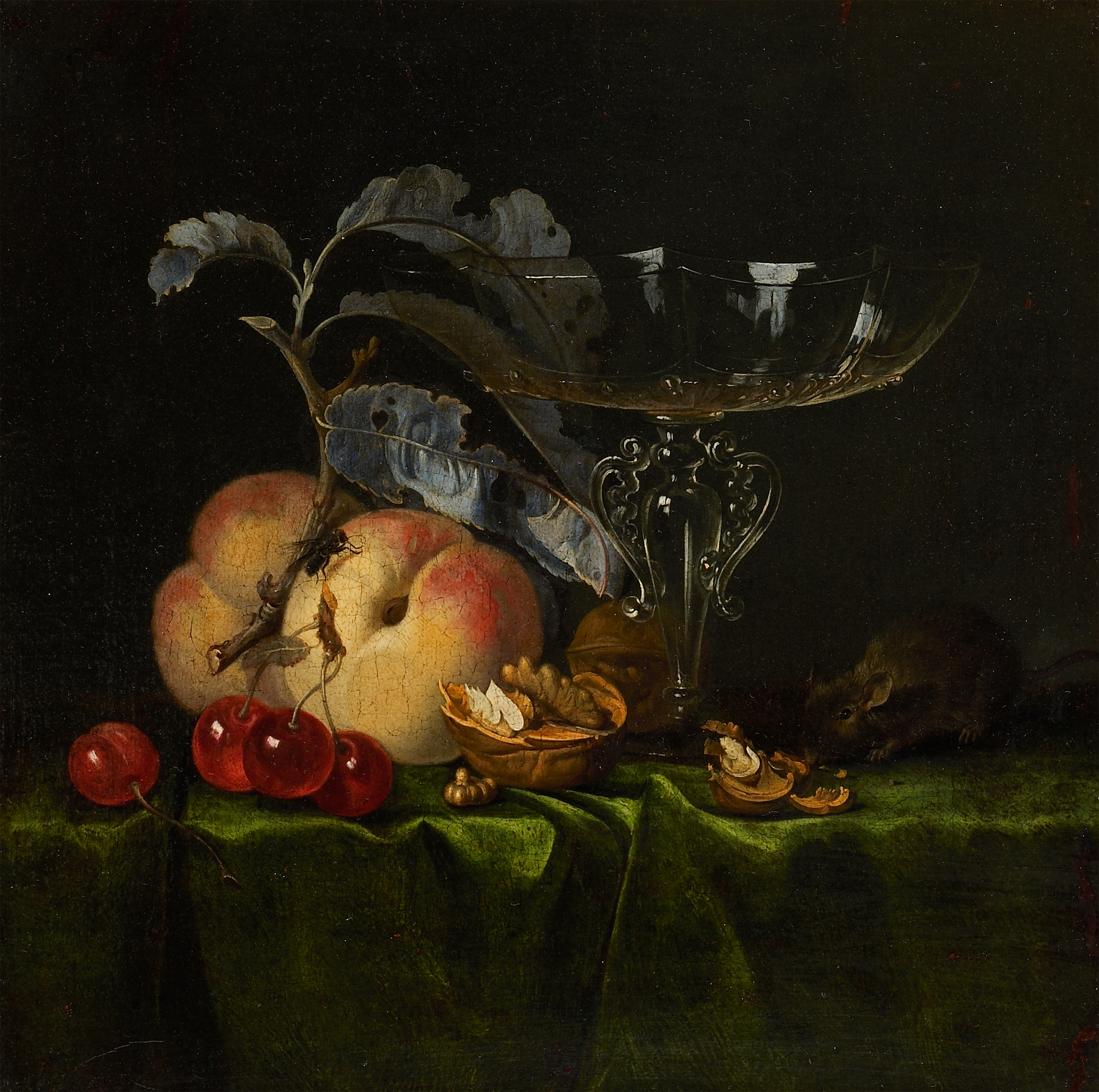 Stilleven met perziken, walnoten, muis en Venetiaans wijnglas